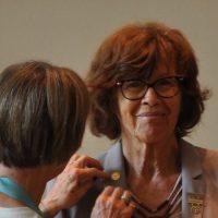 Christine Rottland nimmt besonderen Preis entgegen